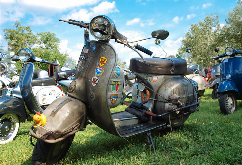 on-the-road-to-beo-vespa-2014-04